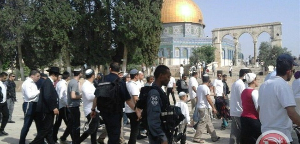 Chaos continues at Al-Aqsa, 5 Israelis evacuated
